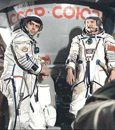Vladimir Solovyou and Leonid Kizim were the first cosmonauts to visit Mir (Novosti)