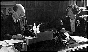 1945: Attlee at his desk