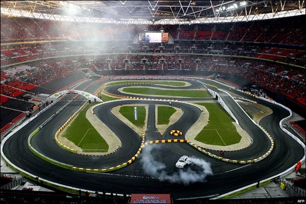 e3c1896d97 El emblemático estadio inglés es una pista de carreras (de 1.800 toneladas  de ...