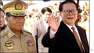 Jiang Zemin (R) visits Rangoon December 2001.