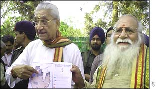 Ashok Singhal with temple plans