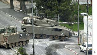 Israeli tanks enter al-Amari refugee camp in Ramllah