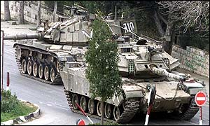 Israeli tanks in Ramallah