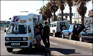 An ice-cream van beside the queue to cross the border