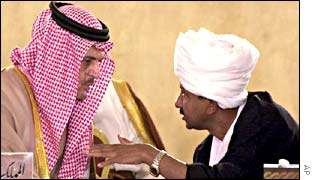 Saudi Foreign Minister Prince Saud al-Faisal (l) and his Sudanese counterpart Mustafa Osman Ismail