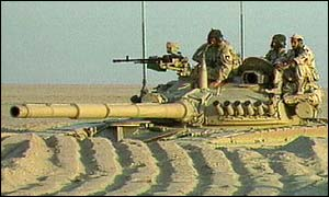 Kuwaiti army patrol on Iraq border