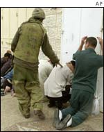 Israelis check Palestinian detainees