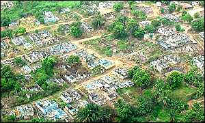 Former combatants scramble for diamonds in Koidu, Sierra Leone