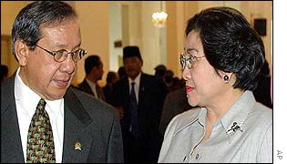 Megawati (right) with lower house speaker Akbar Tanjung