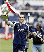 Wigan captain Andy Farrell with the Challenge Cup