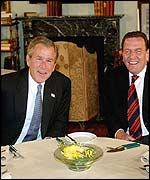Bush and Schroeder visit a literary cafe for coffee and dessert