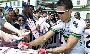 Australian cyclist Robbie McEwen gives autographs prior to the start of stage ten