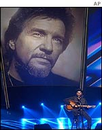 Hank Williams Jr performed a tribute to the late Waylon Jennings