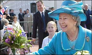 Queen greets well wishers in Glasgow's George Square