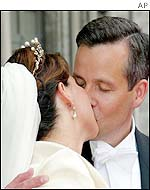 Princess Martha Louise and her groom Ari Behn kiss outside the church after their wedding