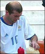 Zinedine Zidane applies an ice pack to his torn thigh muscle