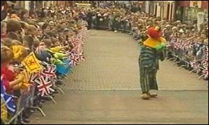 Clown entertains crowd