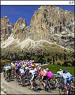 The peleton wends its way through the Dolomite mountains on the way to the finish at Passo Coe
