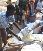 Angolans receiving food hand-outs