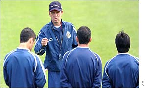 Mexico coach Javier Aguirre lectures his squad in training
