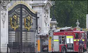 Fire engine at Buckingham Palace