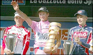 Paolo Savoldelli completed overall victory in the Giro d'Italia with a one minute and 41 second lead over runner-up American Tyler Hamilton