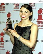 Sutton Foster with her award