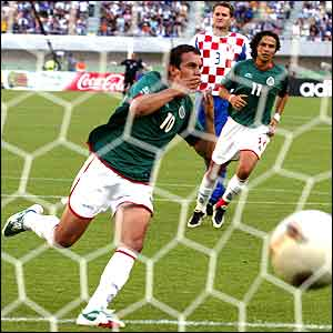 Cuauhtemoc Blanco's penalty is enough for Mexico to beat Croatia 1-0