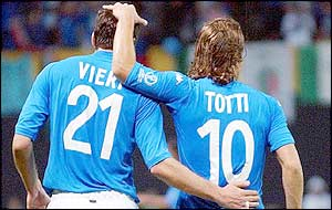 Vieri and Totti linked play superbly in attack for Italy