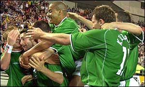 Irish players celebrate after Robbie Keane's equalising goal