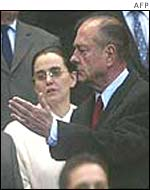 Chirac gesticulates angrily at fans' booing