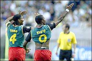 Rigobert Song celebrates with goalscorer Samuel Eto'o