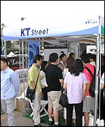 People queue up to take part in KT ICOM's trial