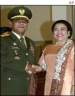 New military commander Gen Sutarto shakes hands with President Megawati