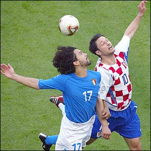 Italy's Damiano Tommasi  fights for an aerial ball with Croatian midfielder Niko Kovac