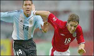 Owen Hargreaves (right) and Diego Simeone
