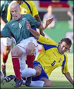 Mexico's Gerardo Torrado (green shirt) tangles with Alfonso Obregon