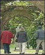 Tourists at the palace in Bath
