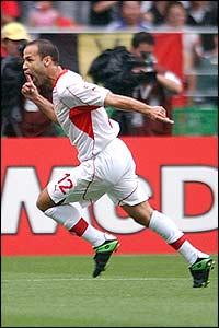 Freude nach dem Freistoßtor gegen Belgien WM 2002