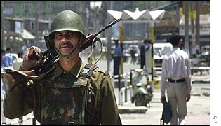 Indian soldier in Srinagar