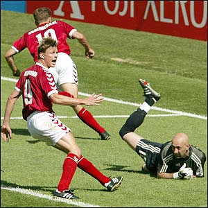 Jon Dahl Tomasson celebrates as Dennis Rommedahl puts Denmark 1-0 up against France