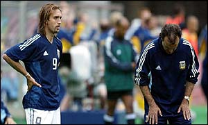 Batistuta (left) and Bielsa react to the final whistle