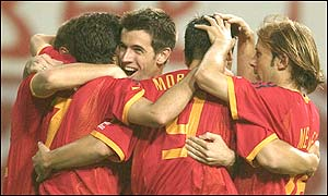 Three wins and nine goals for Spain in Group B