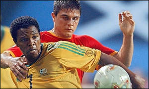 Quinton Fortune tangles with Joaquin Sanchez