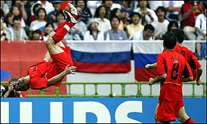 Belgium's Wesley Sonck celebrates scoring the second goal against Russia