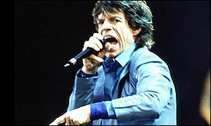 Mick Jagger singing in concert