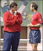 Steve Sampson discusses tactics with captain Tom Dooley in 1998