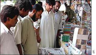 Pakistani newspapers with bombing details