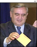 Jean-Pierre Raffarin votes