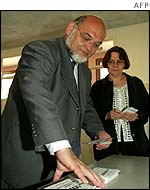 Communist leader Robert Hue casts his vote